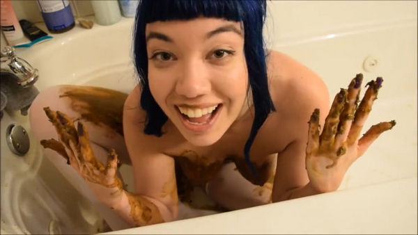 Princess Puckie - Alternative girl with a nice body smearing shit (Little Puck, 720p, shit smearing, shit in bathtub)