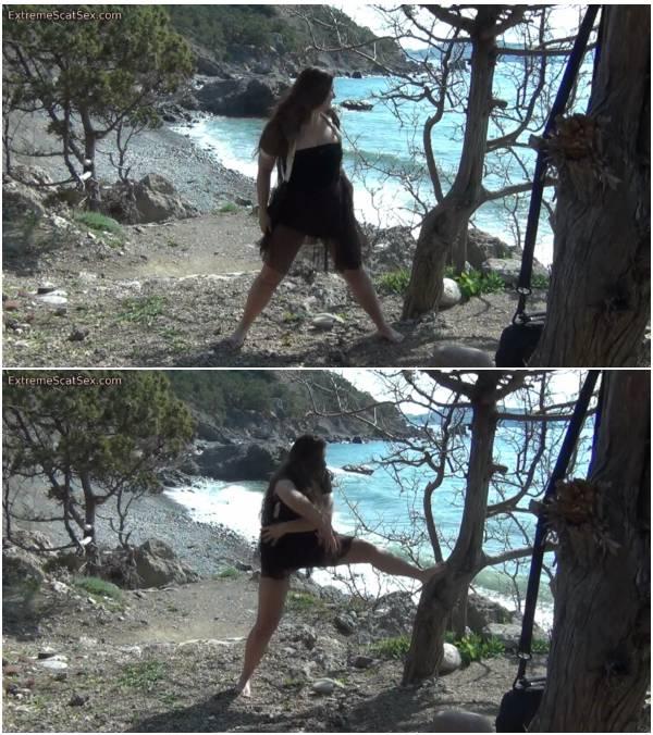 WildPassion - Diarrhea Outdoors (women scat video)